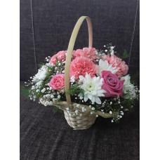 Корзина с цветами в розовом цвете