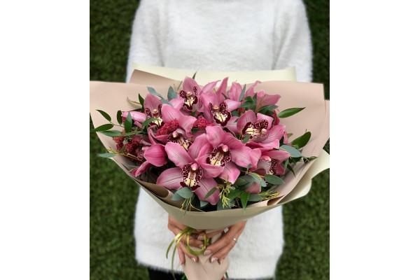 Букет из Орхидеи Цимбидиум в крафте