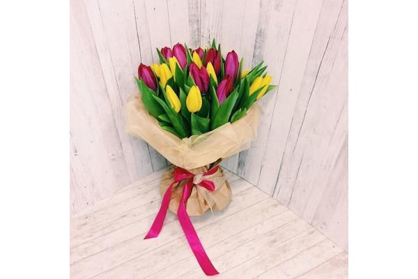 """Букет из 25 тюльпанов """"Ярче"""""""